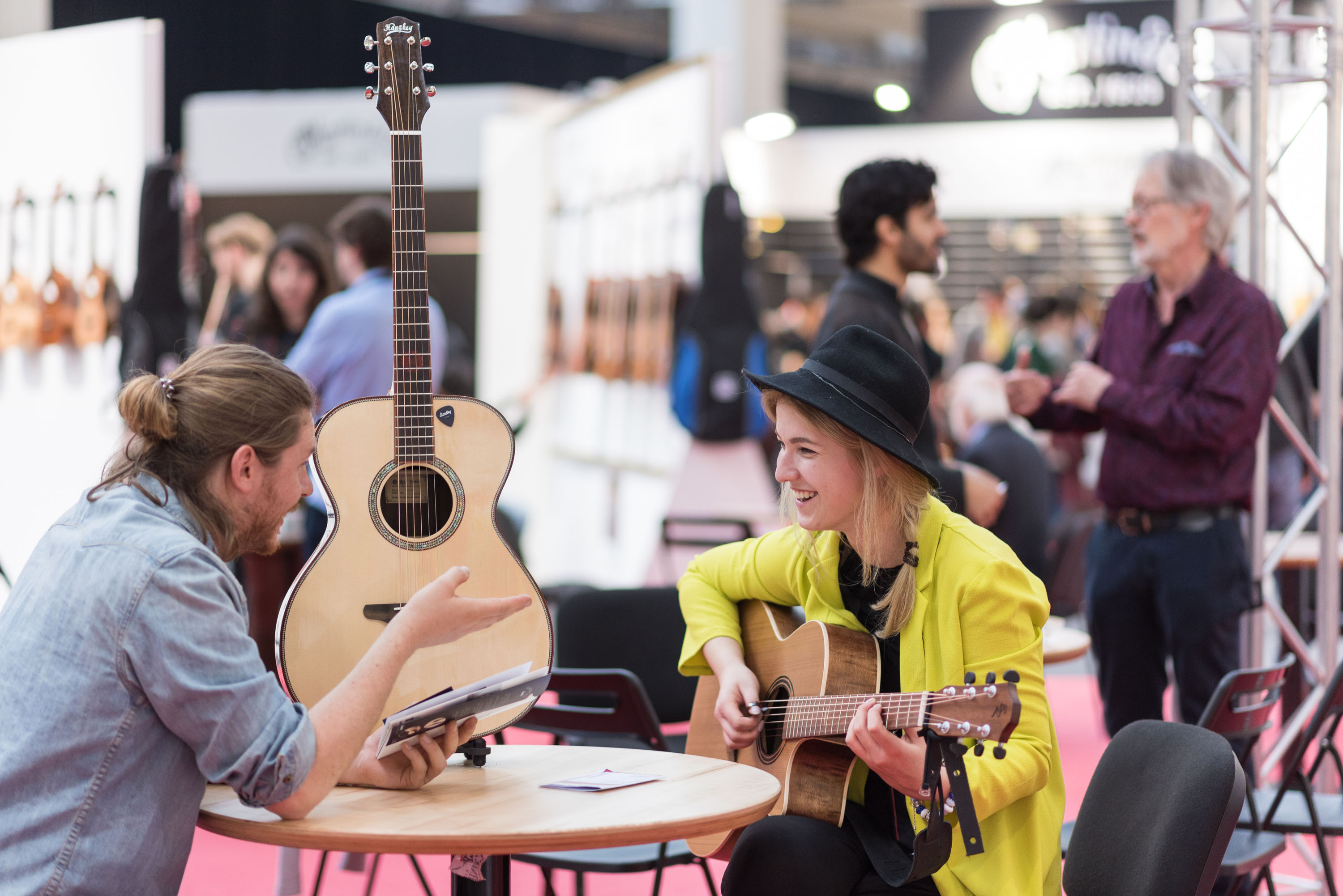 Visitors with guitars at the Musikmesse